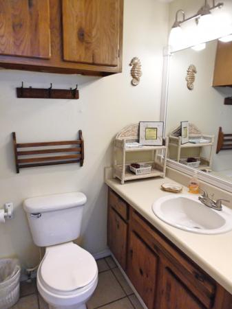 Click to enlarge image Full bath in each bedroom plus 1/2 bath downstairs - BeeGee's Redfish Quarters - Large 2 bedroom, 2.5 bath with tile and laminate floors, private laundry, Dog Friendly. Walk to the beach. Covered Patio.