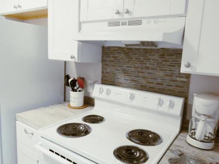 Click to enlarge image All new appliances - BeeGee's Tarpon Quarters - One bedroom, with king bed, one bath. LARGE condo with laundry, tile floors, Dog Friendly.Walk to the beach.