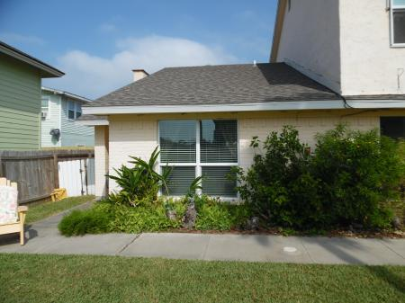 Click to enlarge image Wahoo is a quiet end unit - BeeGee's Wahoo Quarters - One bedroom, one bath, LARGE condo with laundry, tile floors, Dog Friendly. Walk to beach