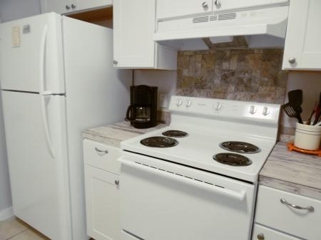 Click to enlarge image New appliances - BeeGee's Wahoo Quarters - One bedroom, one bath, LARGE condo with laundry, tile floors, Dog Friendly. Walk to beach