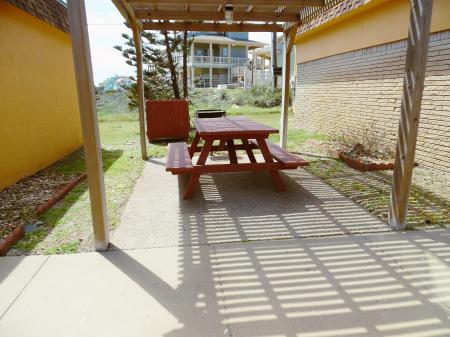 Click to enlarge image Lovely picnic and grill area just outside your door - Barefoot Dayz - Wonderful Studio Condo at Island Retreat