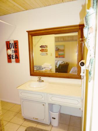Click to enlarge image Bathroom with plenty of towels and a hairdryer - Barefoot Dayz - Wonderful Studio Condo at Island Retreat