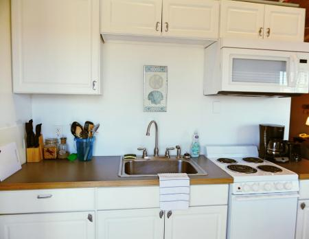 Click to enlarge image Kitchen for fixing your catch of the day - Barefoot Dayz - Wonderful Studio Condo at Island Retreat
